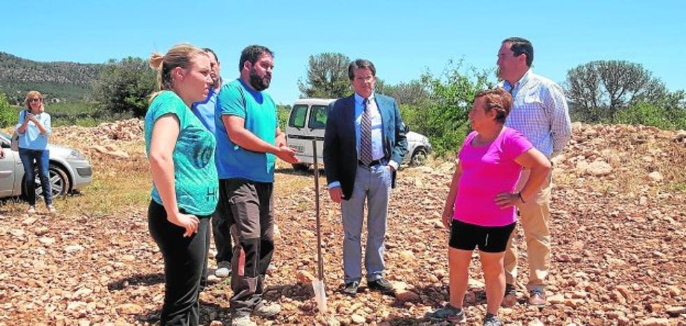 Agricultura reparte más de 2.500 kilos de fungicida para paliar el daño del pedrisco