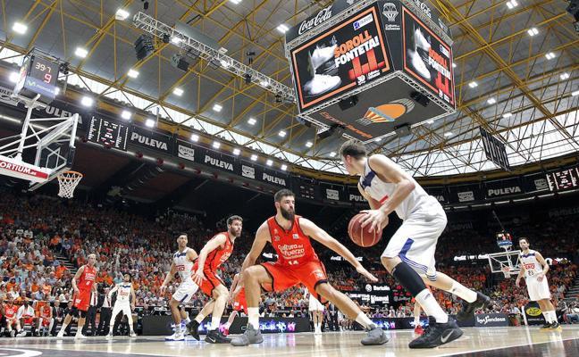 Un vibrante Valencia dinamita al Madrid y sueña con su primera ACB
