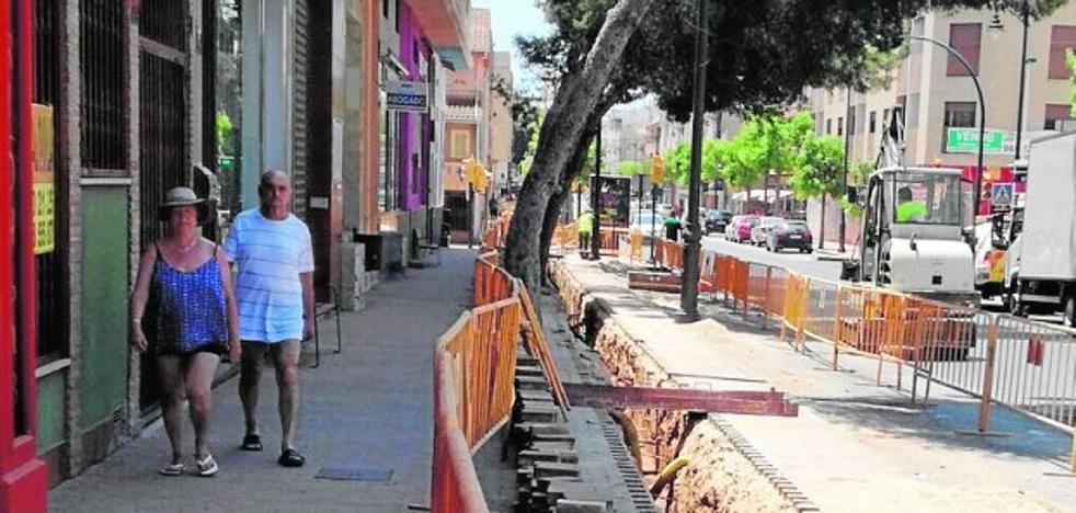 Los comerciantes se rebelan contra las obras en más de 20 calles de Lo Pagán
