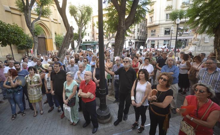 Artistas y vecinos se concentran para apoyar a los trabajadores del Museo Gaya