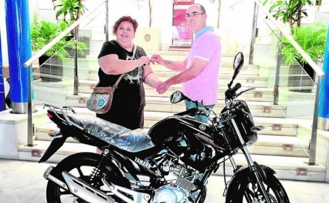 Fernando Caballero gana la moto de los comercios