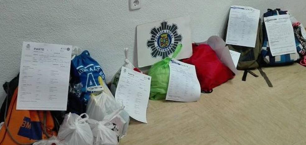 Diez jóvenes con 200 kilos de pirotecnia ponen en jaque a la Policía Local en Cartagena