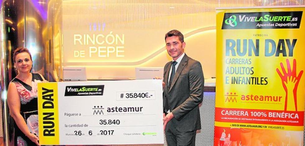 Vive la Suerte entrega un cheque de 35.840 euros a Asteamur