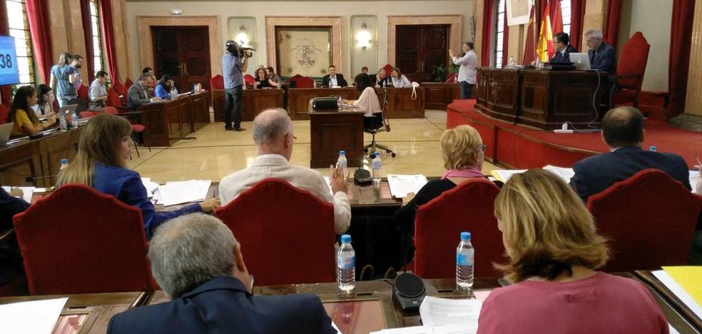 El Pleno aprueba una rebaja de 150 euros anuales para 5.000 vados de pedanías