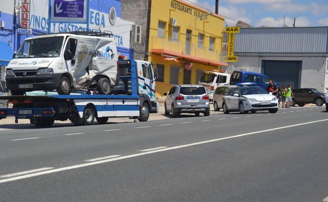 Dos vehículos colisionan frontalmente en la nacional de Yecla a Jumilla