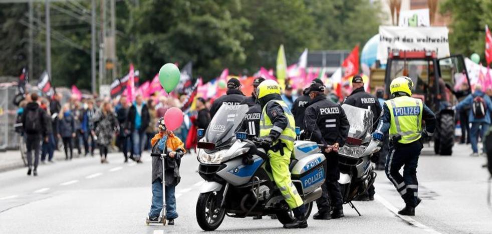 Miles de personas se manifiestan en Hamburgo contra la cumbre del G-20