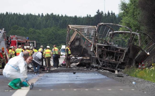 La Policía alemana asume que 18 personas han muerto en el accidente de autobús
