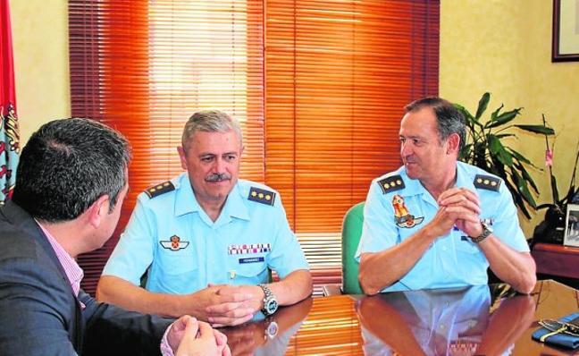 Relevo del coronel jefe en la Base Aérea