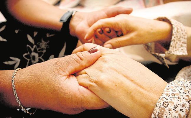 Un enfermo de alzhéimer cuesta a una familia 15.700 euros al año