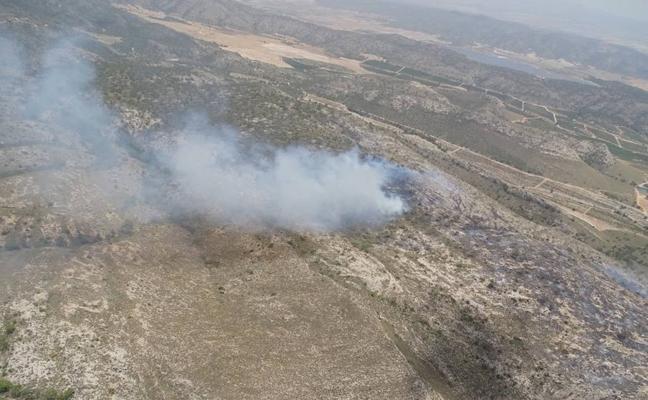 Pasarán varios días hasta dar por extinguidos los incendios de Jumilla