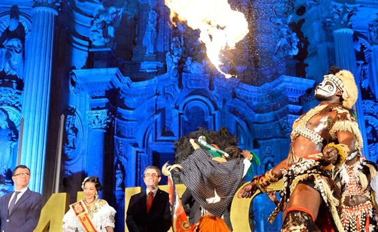 Fuego para dar vida al Festival de Folclore en el Mediterráneo