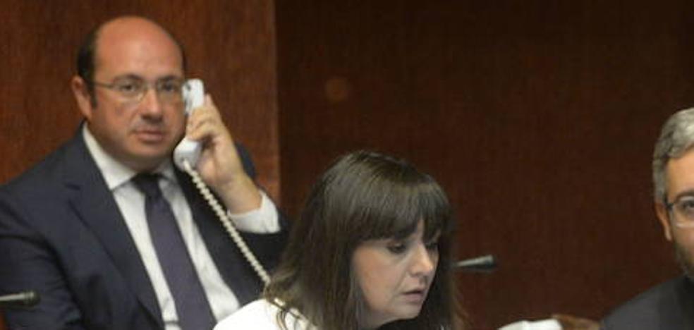 La oposición en la Asamblea tacha de «vergüenza» el apoyo a Sánchez por parte de la cúpula del PP