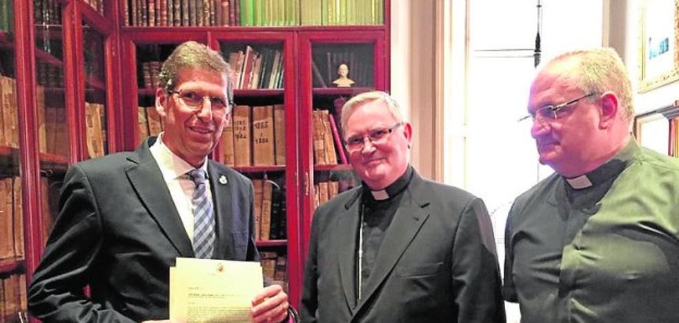 El obispo ratifica la elección del hermano mayor marrajo, que ultima su junta directiva