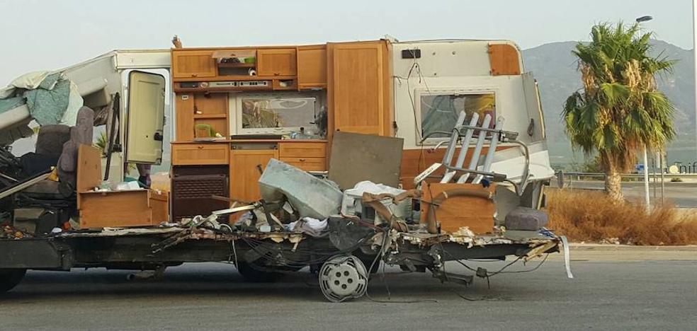 Un choque entre un tráiler y una caravana en Librilla deja una herida y kilómetros de retenciones