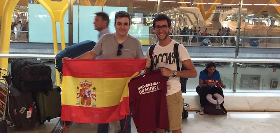Dos alumnos de la UMU participan en el mundial universitario de debate en español