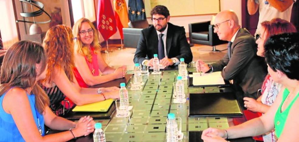 López Miras se compromete con las empresarias a avanzar en igualdad laboral