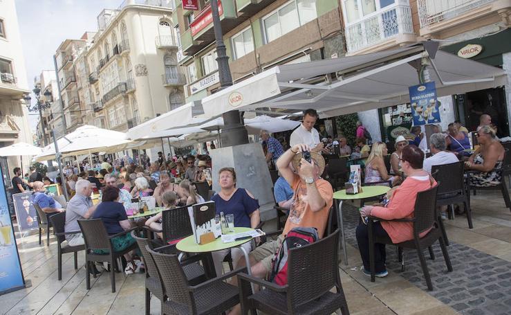 El mayor desembarco de turistas del año en Cartagena llena bares y comercios
