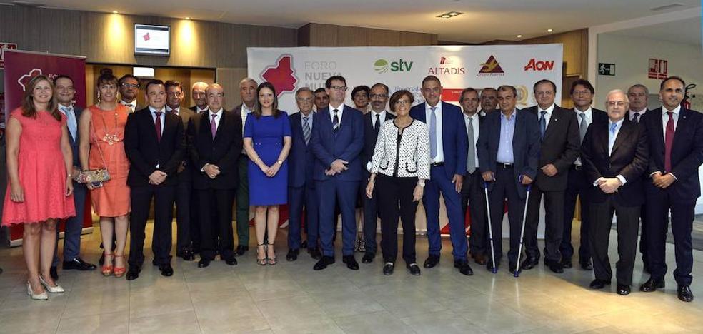 El Foro Nueva Murcia cierra curso destacando a personas y entidades que «aportan a la Región»