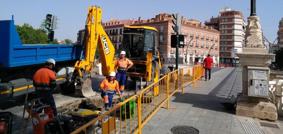 El Puente Viejo se reabre completamente al tráfico tras la reparación de la tubería