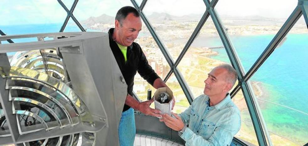La plataforma de Cabo de Palos defiende en la Asamblea Regional el uso público del faro