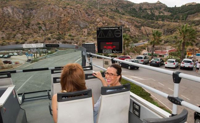 El Bus Turístico amplía su recorrido hasta Santa Lucía y Cala Cortina