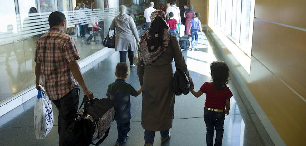 La Región recibe a otros seis refugiados sirios