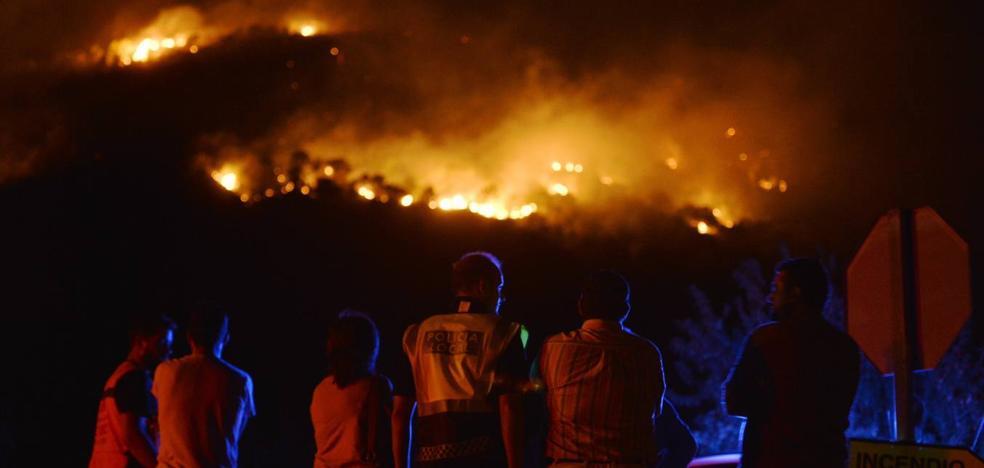 Un incendio forestal «provocado» arrasa la sierra de San Miguel en Calasparra