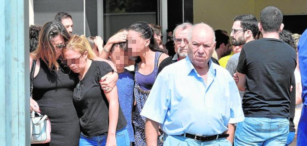 Alguazas se funde en un abrazo en el adiós a Sonia y Juan Carlos