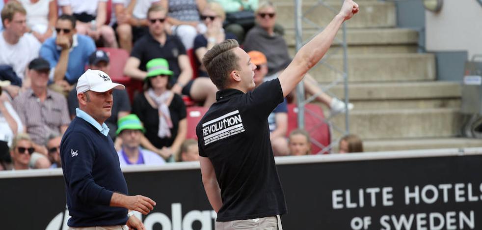 Realiza el saludo nazi en un partido entre Ferrer y Verdasco