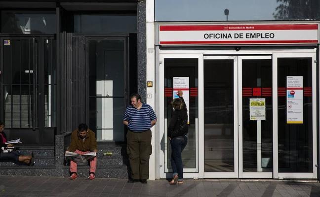 Cuatro de cada diez parados mayores de 50 años lleva buscando empleo al menos cuatro años