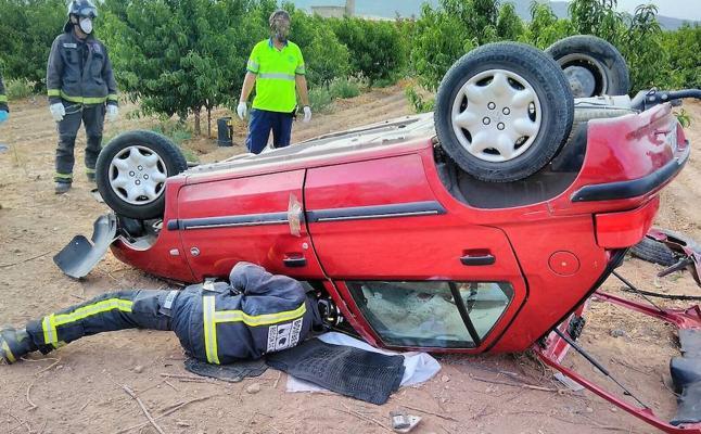 Muere un joven en el choque entre un coche y un camión en Jumilla