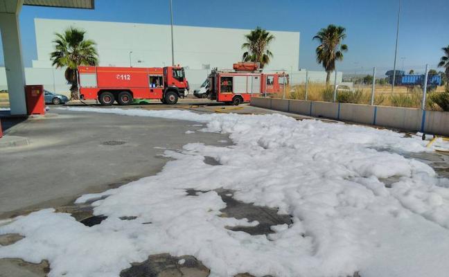 Neutralizado un derrame de combustible en una gasolinera de Cieza