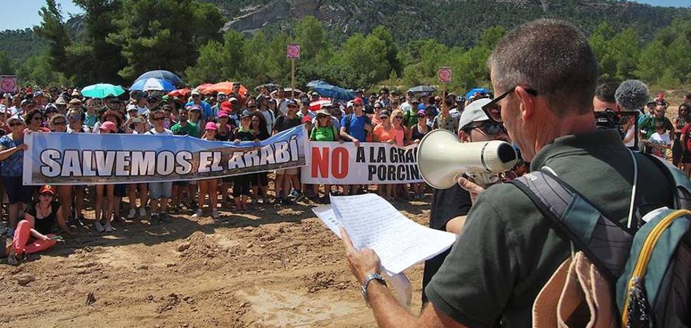 Marcha vecinal contra las granjas de cerdos en el Monte Arabí