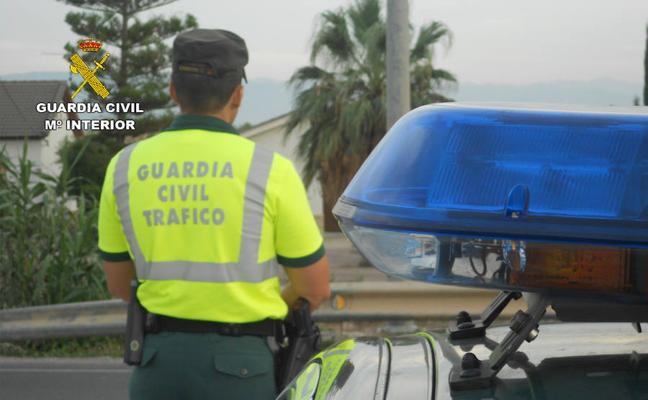 Dos guardias civiles reaniman a un niño de dos años atropellado en Cieza