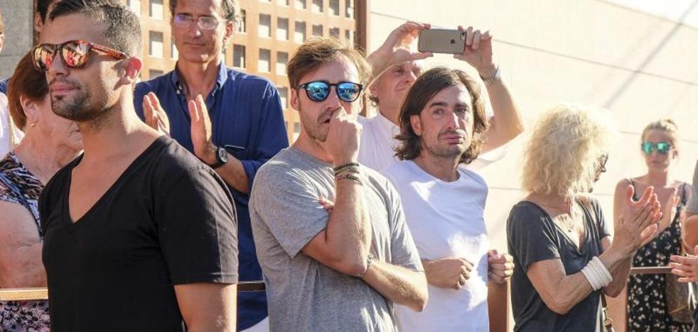 Familiares y amigos de Ángel Nieto lo velan en Ibiza