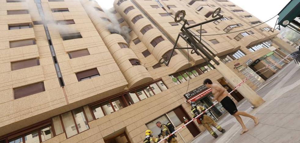 Desalojan un edificio en la avenida de Europa de Murcia por un incendio
