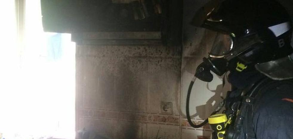 Apagan un fuego en una casa de Las Seiscientas de Cartagena