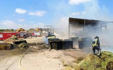Declarado un incendio en un almacén de paja y cereal en Las Torres de Cotillas