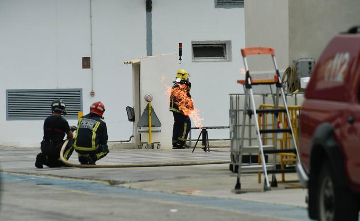 Queman de forma controlada el gas fugado en una empresa en Molina
