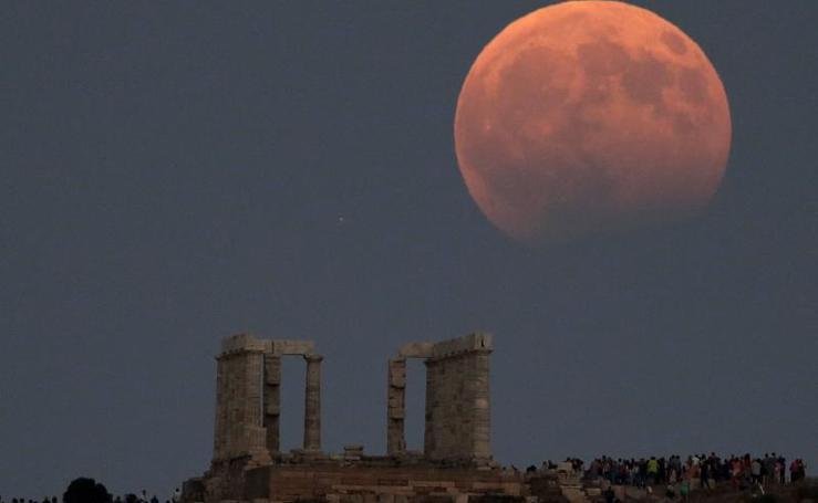 Así se ha visto el eclipse lunar en el mundo