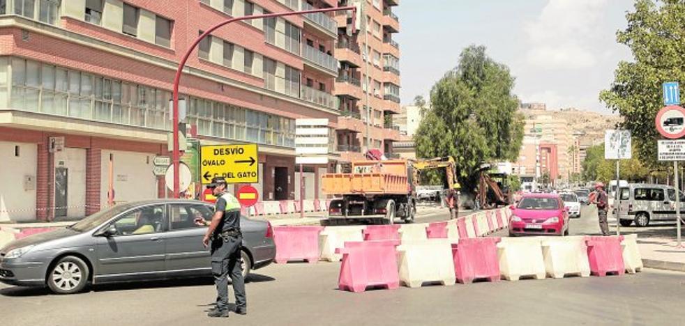Desvíos por las obras en Alameda de Cervantes