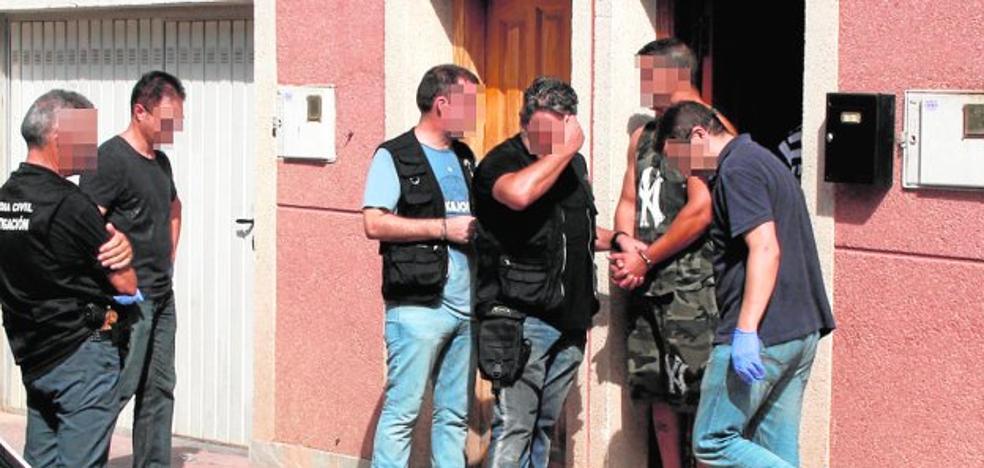 Dos detenidos por disparar siete veces contra la casa de un hombre por una riña familiar