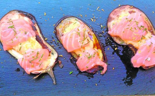 Berenjenas con humus y salmón