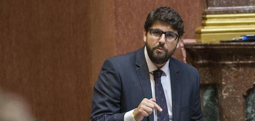 Fernando López Miras critica a quienes no condenan los ataques al turismo
