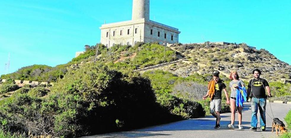 PSOE y Podemos se alían en el Congreso contra el proyecto del hotel en el faro de Cabo de Palos