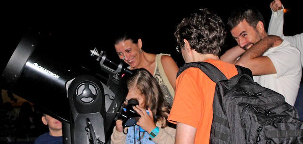 Más de 500 personas vieron la caída de las Perseidas desde el Cabezo de la Jara