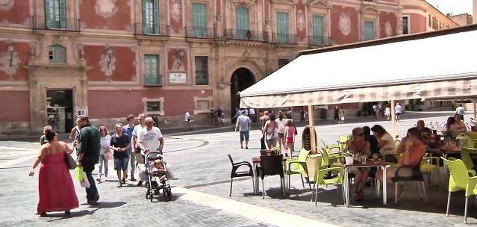 El turismo mantiene con vida la ciudad durante el puente de agosto