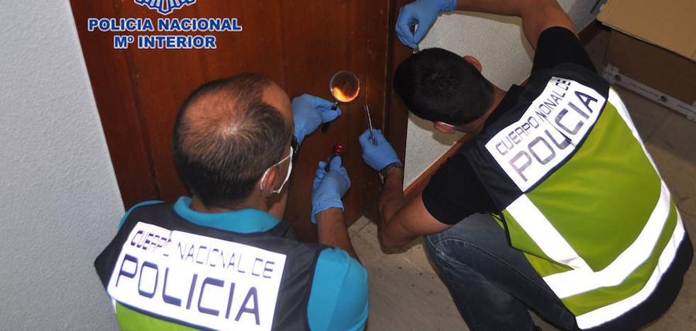 Dos detenidos por robos en casas usando testigos de plástico para señalar las viviendas vacías