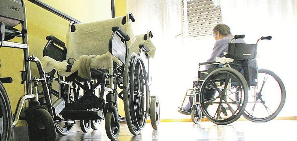 Mujer de 82 años, viuda y con Alzheimer, perfil del anciano ingresado en una residencia de la Región