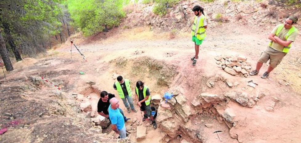 Las minas de yeso serán otro aliciente para el senderismo en el Miravete